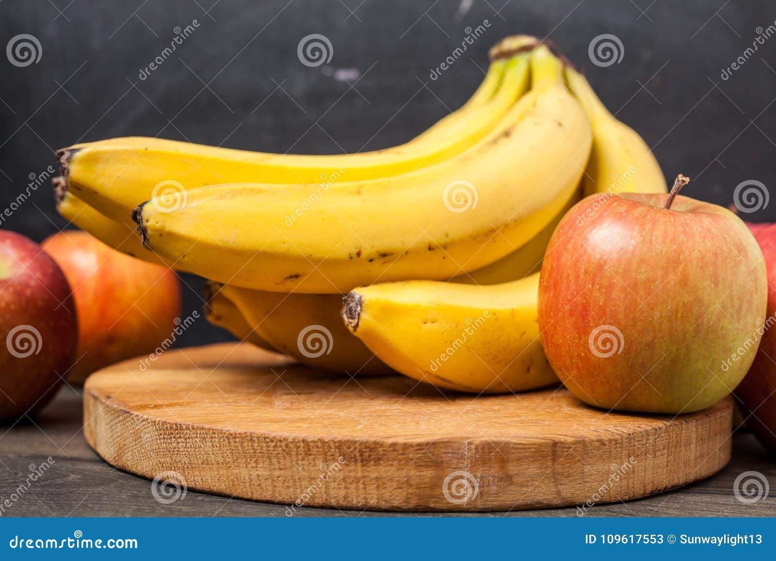 Banan i jabłko na ciapaniu