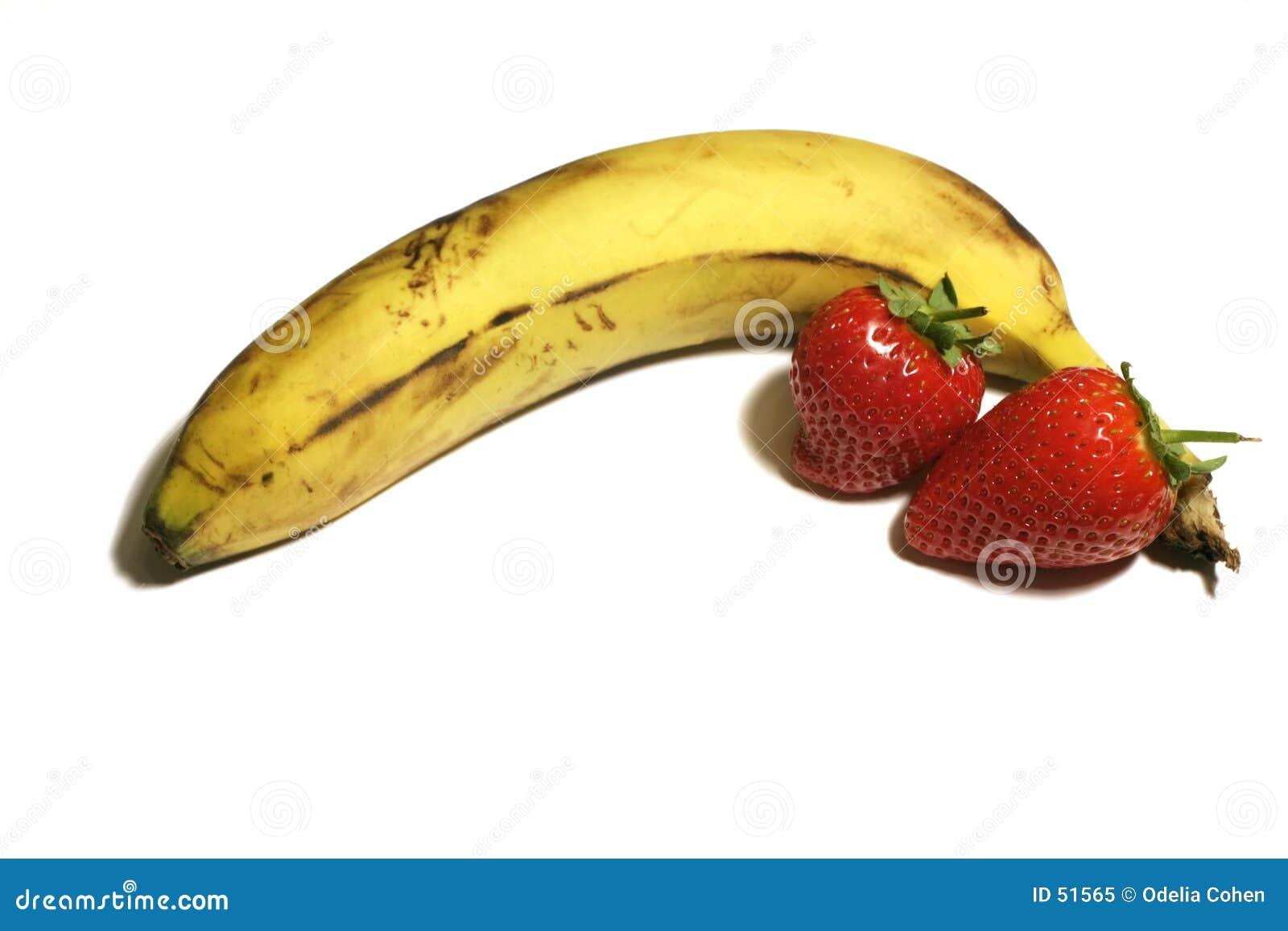 Banana e morangos