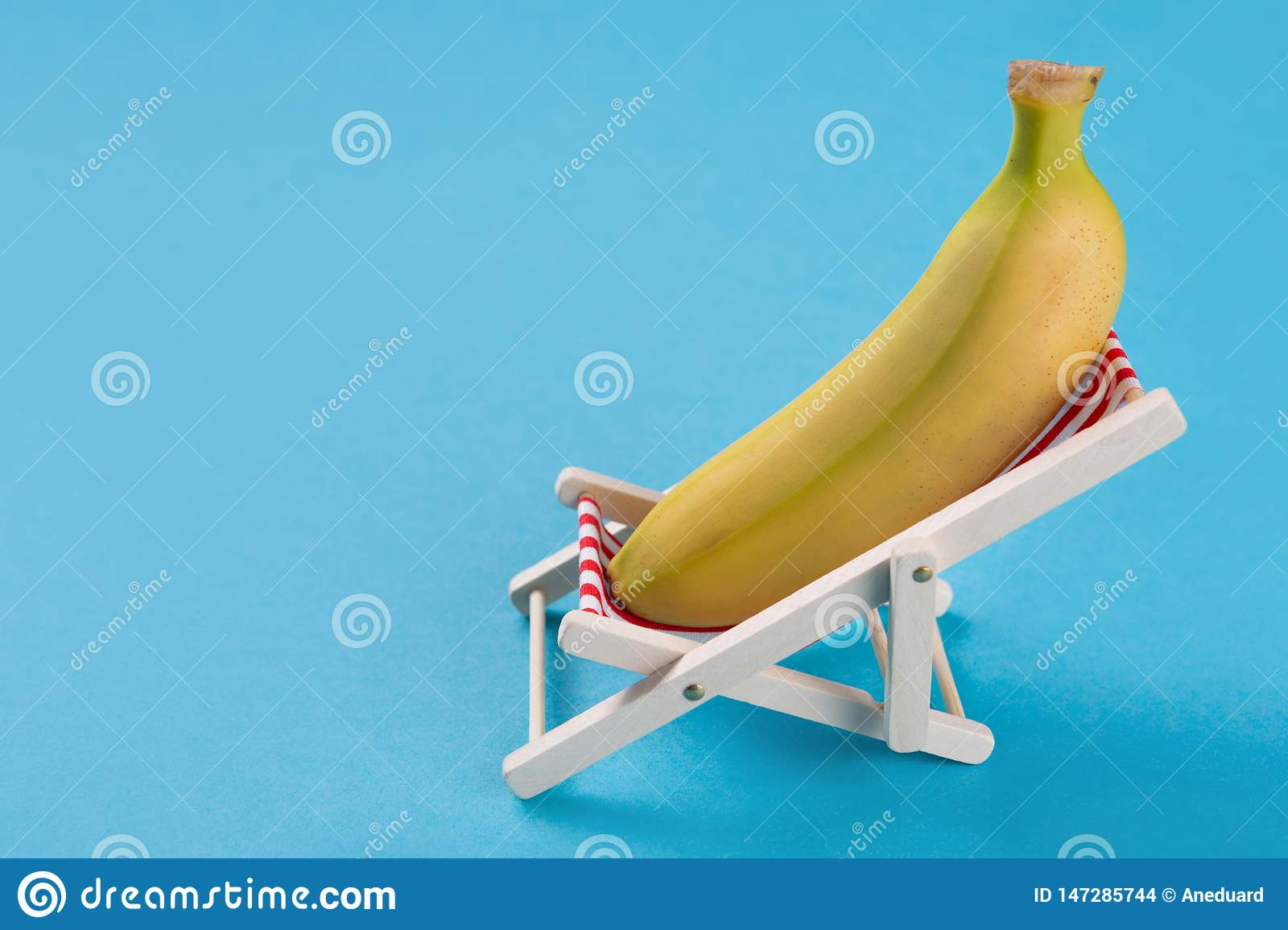 Wondrous Banana Lies In A Lounge Chair On A Blue Background Concept Beatyapartments Chair Design Images Beatyapartmentscom