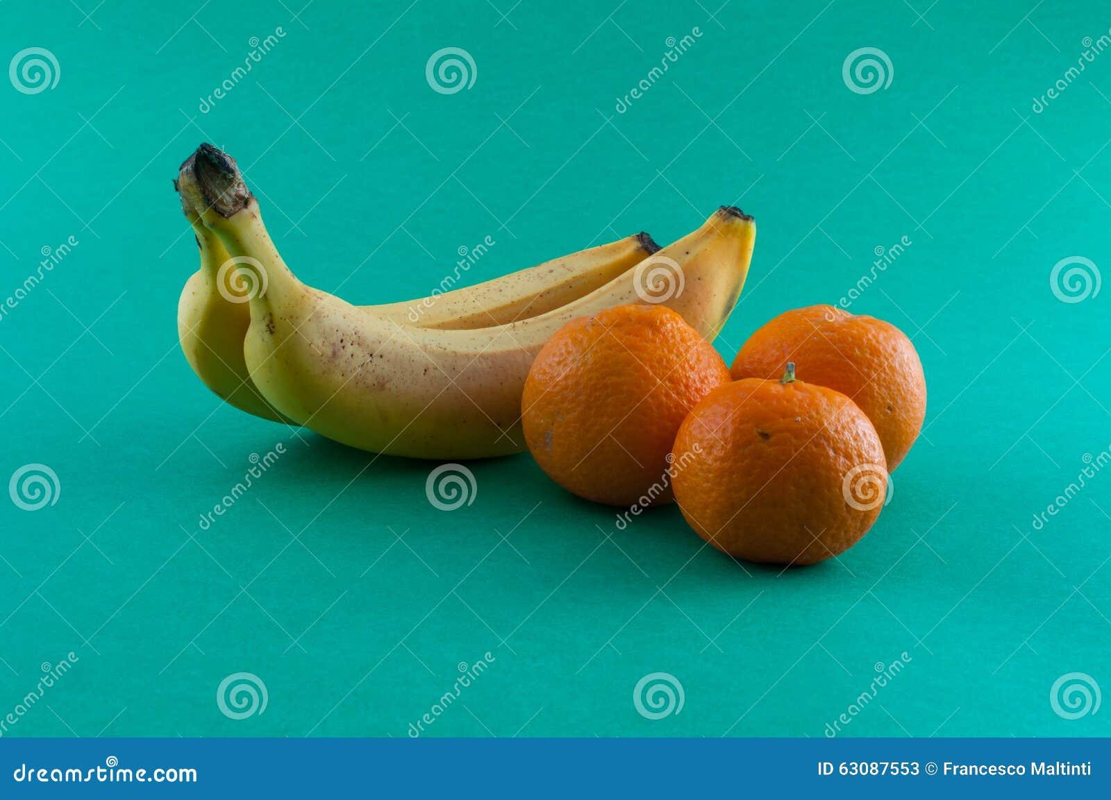 Download Banane, pomme et mandarine image stock. Image du vivacité - 63087553