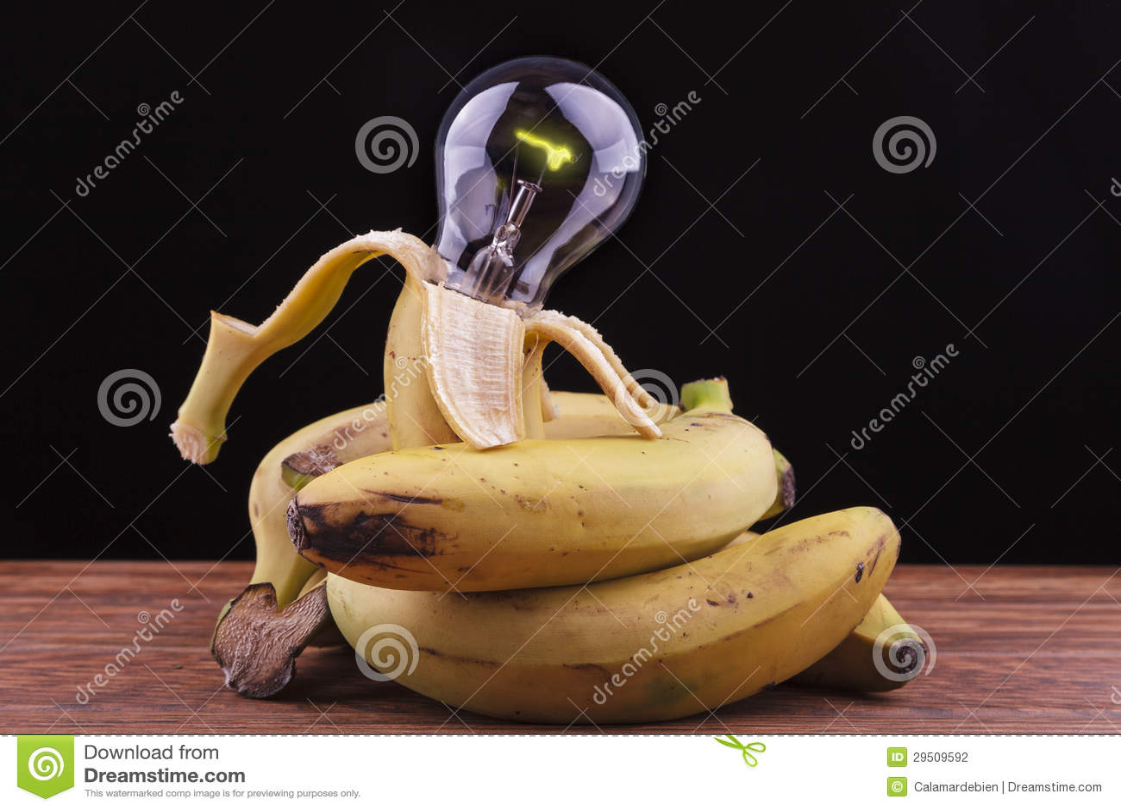 Bananen die een bol omringen
