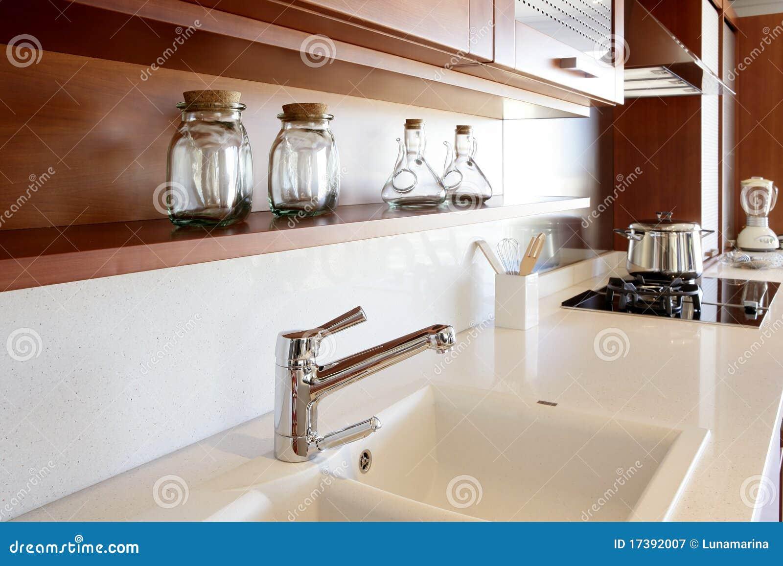 Banc blanc de cuisine de cuisine en bois rouge - Cuisine bois rouge ...