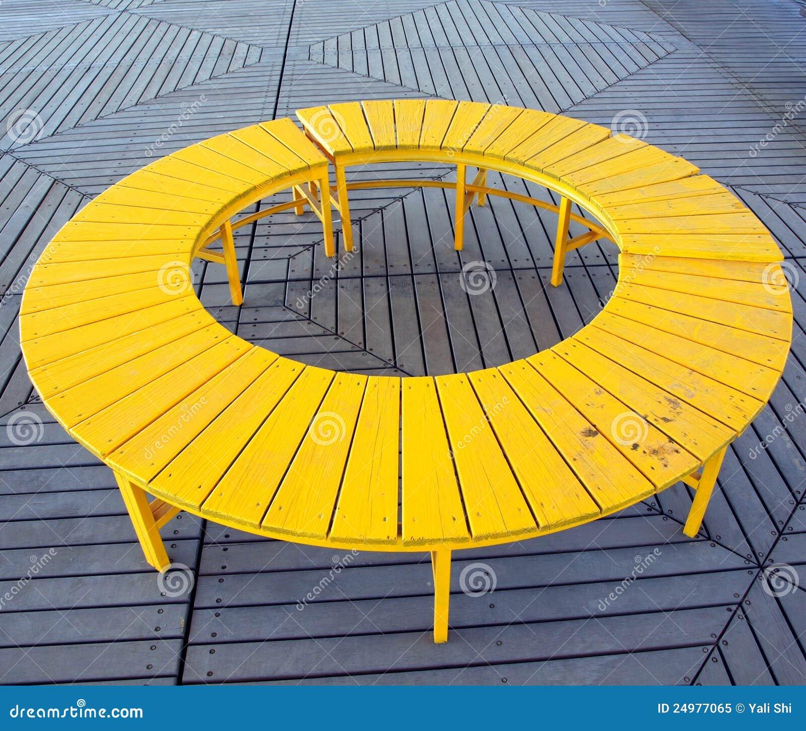 banc circulaire jaune image stock image du perspective 24977065. Black Bedroom Furniture Sets. Home Design Ideas