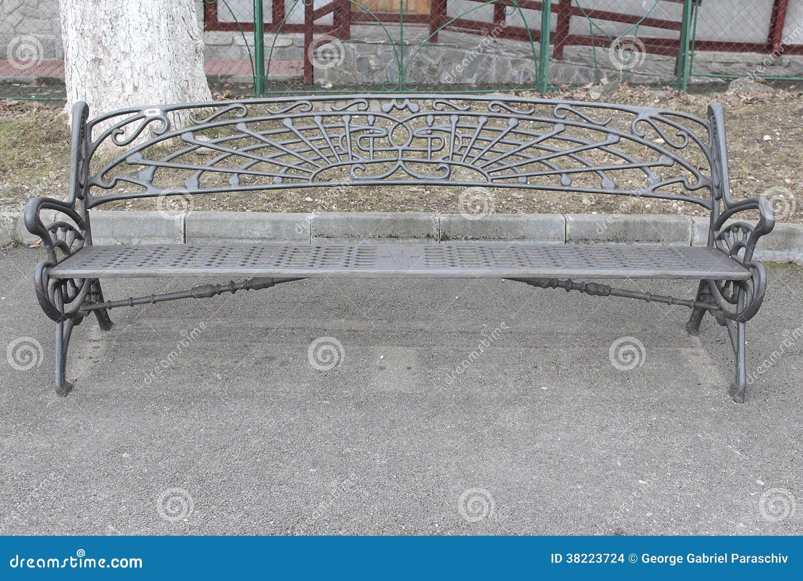 banc de fer de jardin images stock image 38223724. Black Bedroom Furniture Sets. Home Design Ideas