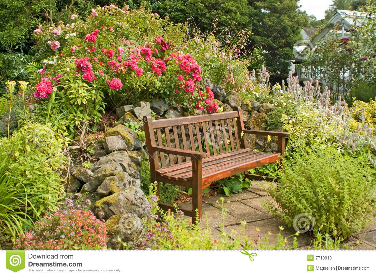 Banc de jardin photo stock image du greenhouse roches for Banc de jardin jardiland
