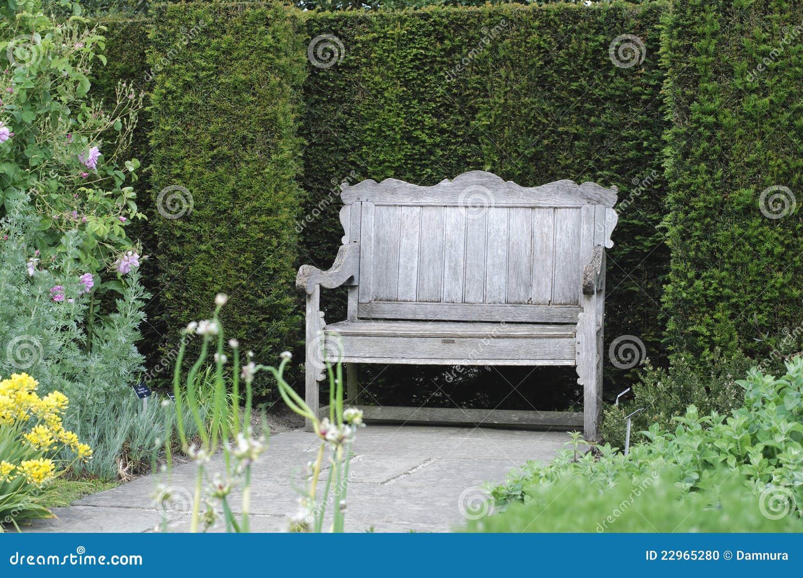 Banc De Jardin Dans Le Jardin Anglais Photo Stock Image Du Nature
