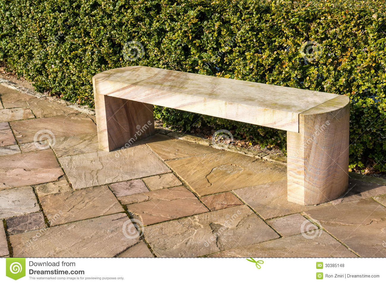 Banc de marbre en pierre moderne de jardin photo stock for Banc jardin pierre