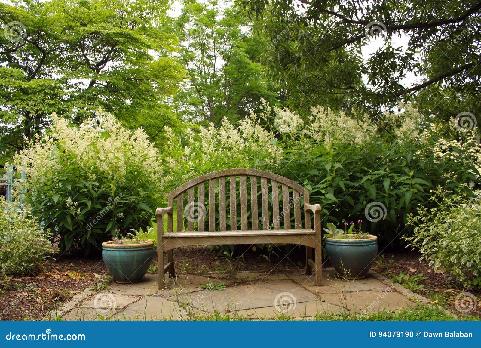 banc de parc en bois photo stock image du fleur bois 94078190. Black Bedroom Furniture Sets. Home Design Ideas