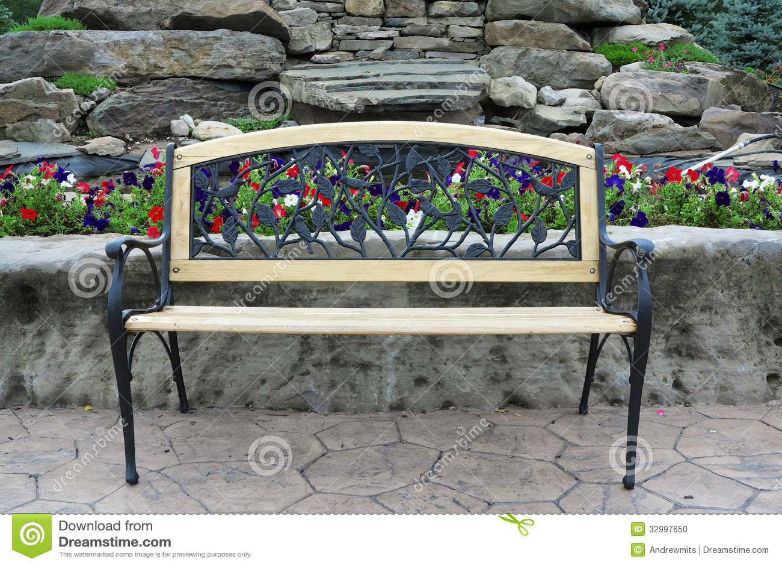 banc de parc fleuri photo stock image 32997650. Black Bedroom Furniture Sets. Home Design Ideas