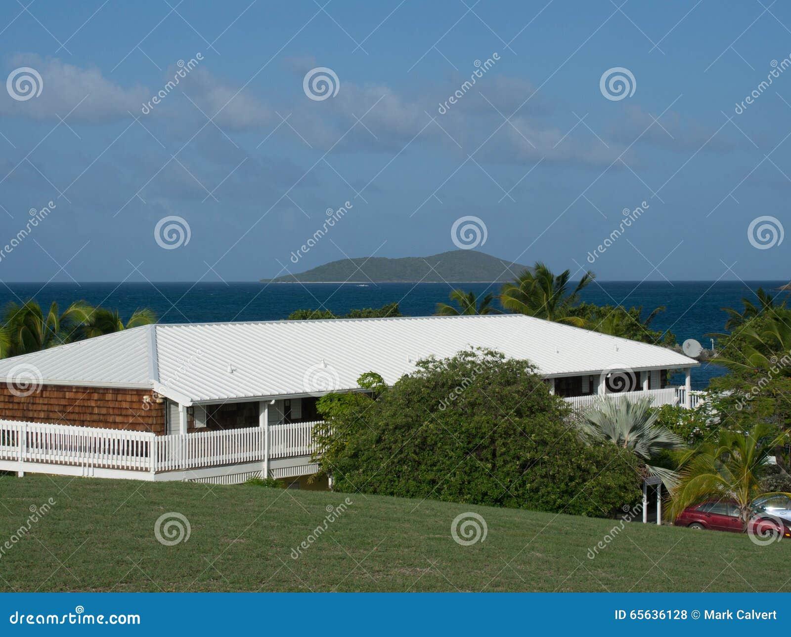 Banc de sable vert dans la distance