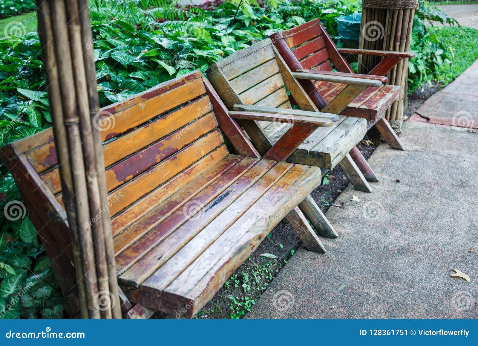 Chaises Aménagés Architecturaux Et Parc Bois En De Banc wZuOPkTXi