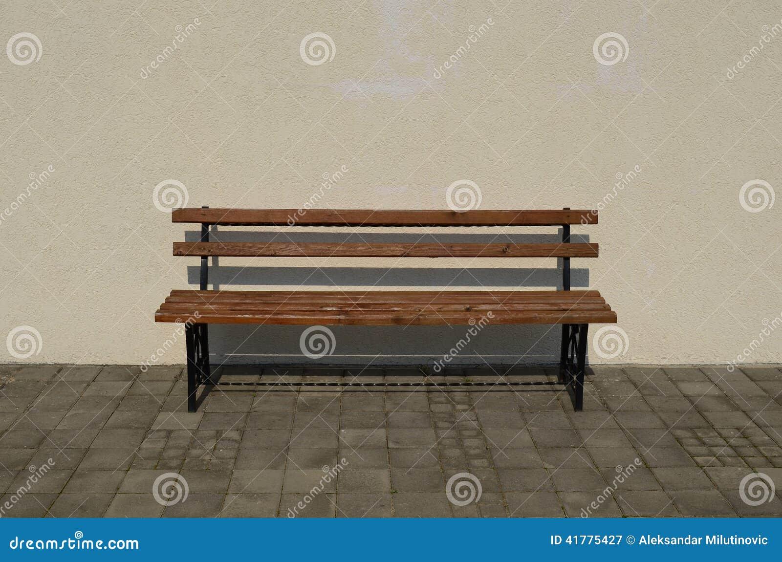 banc en bois et de fer photo stock image 41775427. Black Bedroom Furniture Sets. Home Design Ideas