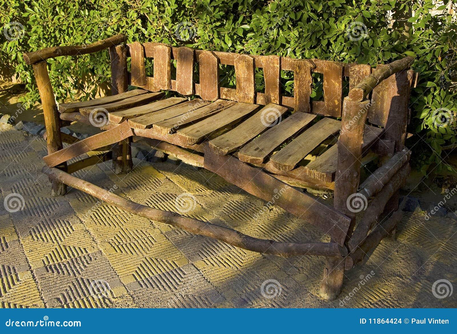 Banc en bois rustique photo stock image du buisson for Prix banc en bois