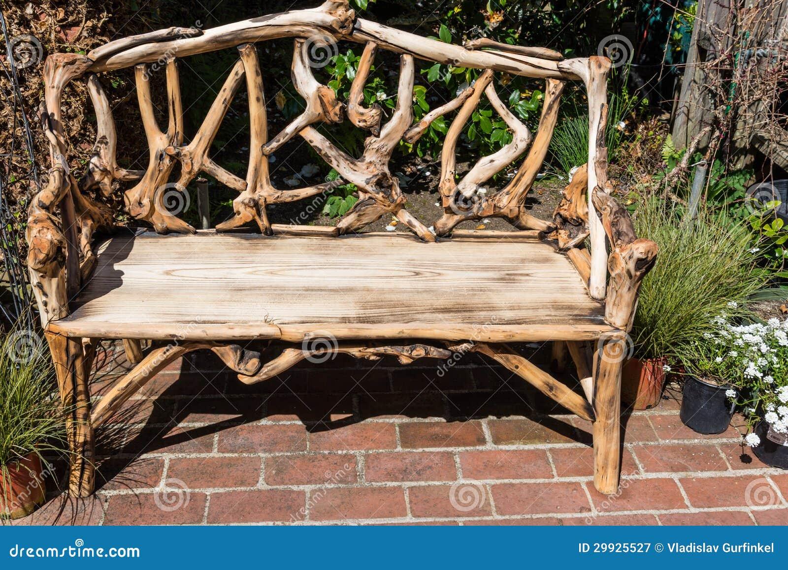 Banc en bois rustique photographie stock libre de droits for Bancos de jardin rusticos