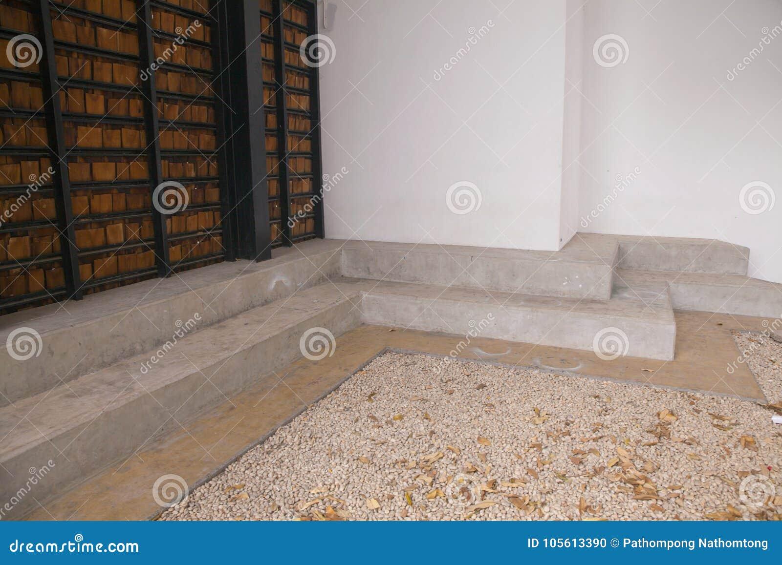 Banc En Pierre Moderne Et Mur En Bois Photo Stock Image Du