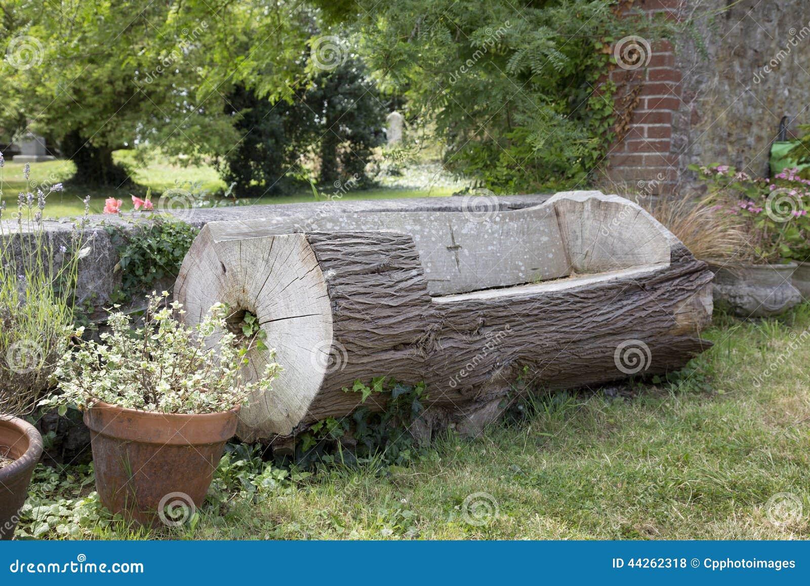 banc fabriqu partir d 39 un tronc d 39 arbre photo stock image du d coupez trunk 44262318. Black Bedroom Furniture Sets. Home Design Ideas