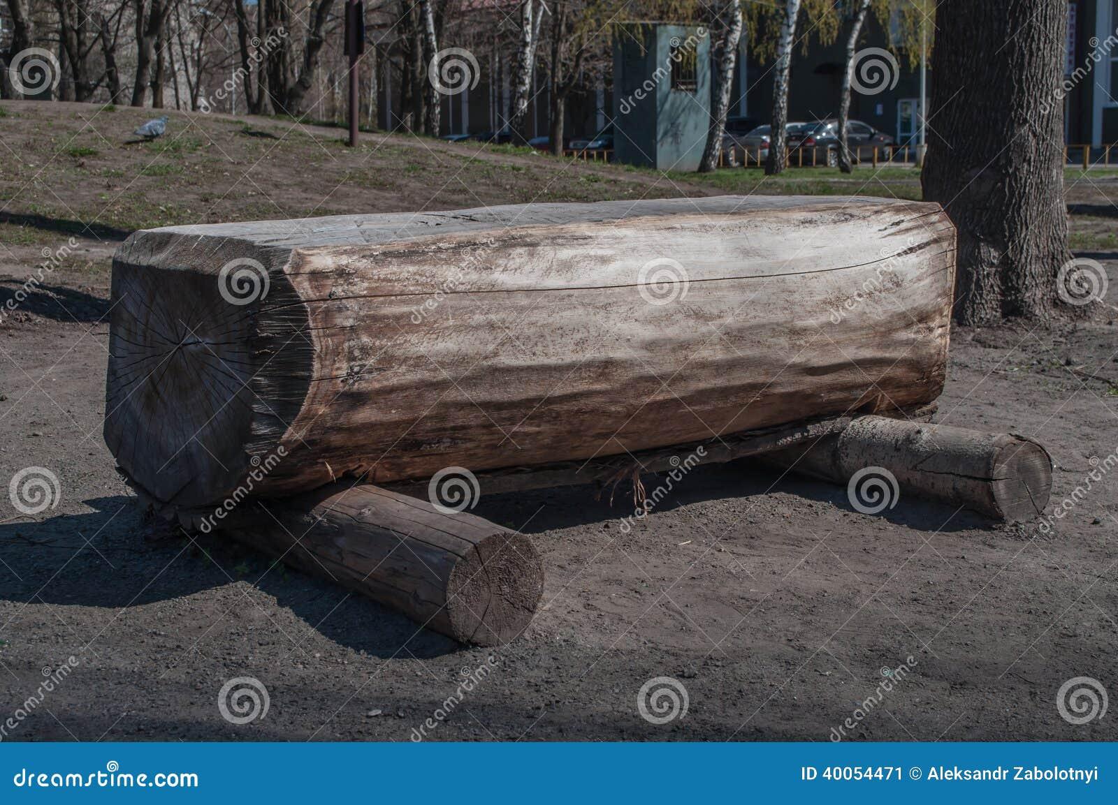 banc fait de rondins en bois photo stock image 40054471. Black Bedroom Furniture Sets. Home Design Ideas