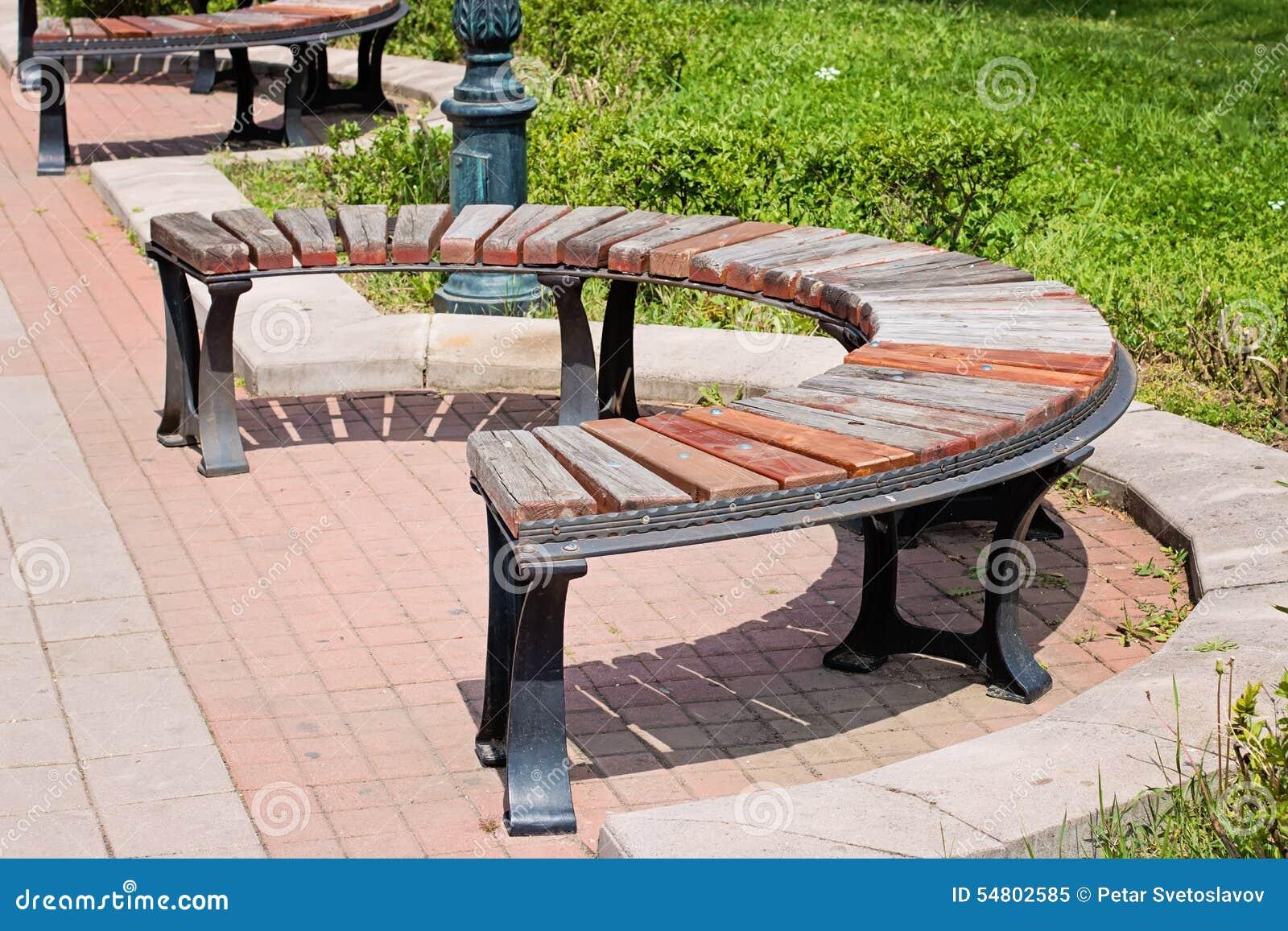 Banc Rond En Bois En Parc Image Stock Image Du Neuf 54802585 # Achat Bancs Droits Bois