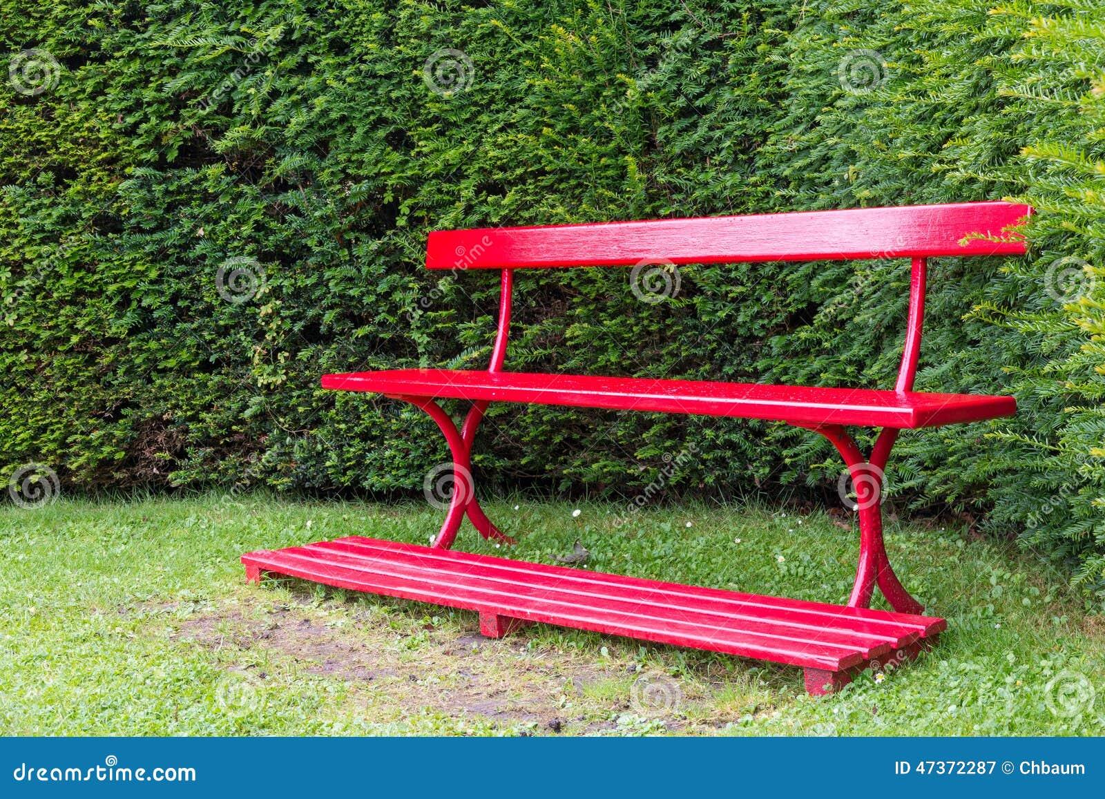 Banc rouge de jardin photo stock image 47372287 - Banc de jardin rouge ...