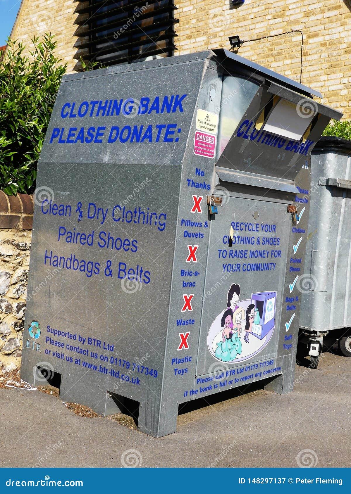 Banca dell abbigliamento per le donazioni di abbigliamento, delle scarpe, delle borse e delle cinghie