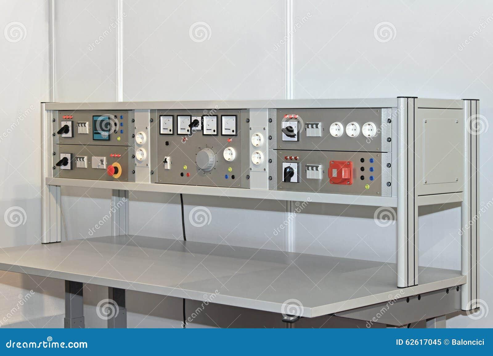 Banchi Da Lavoro Per Elettronica : Banco da lavoro elettronico immagine stock immagine di tabella