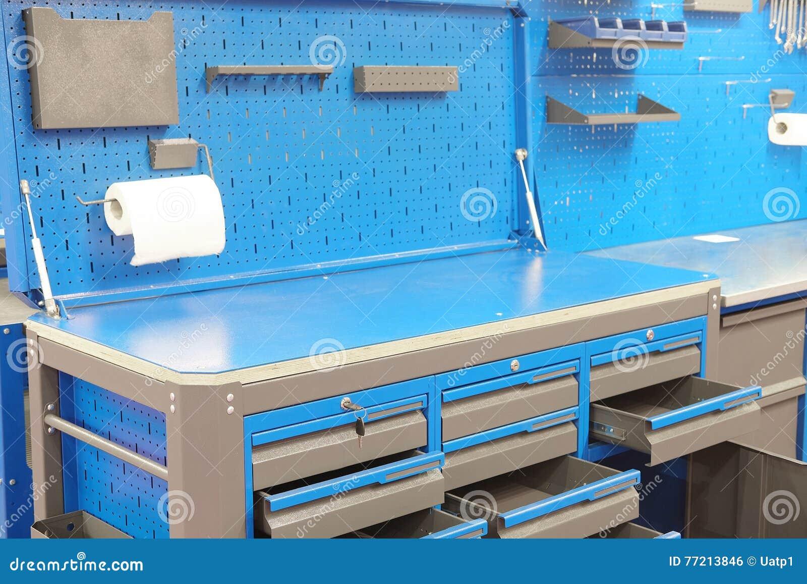Tavolo Da Lavoro Per Garage : Banco da lavoro per la stazione di riparazione dell automobile