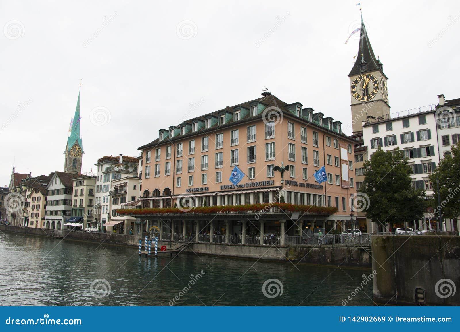 Banco de igualación maravilloso del río de Zurich
