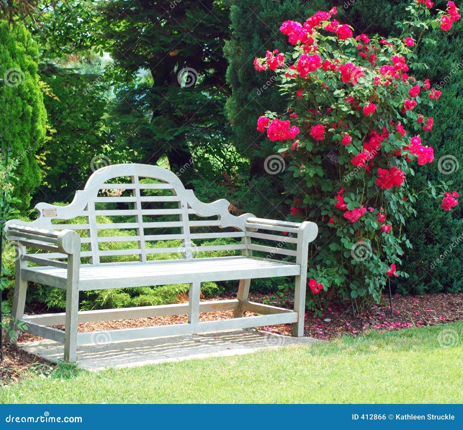 Banco de madera y rosas rojas foto de archivo imagen 412866 for Cancion jardin de rosas