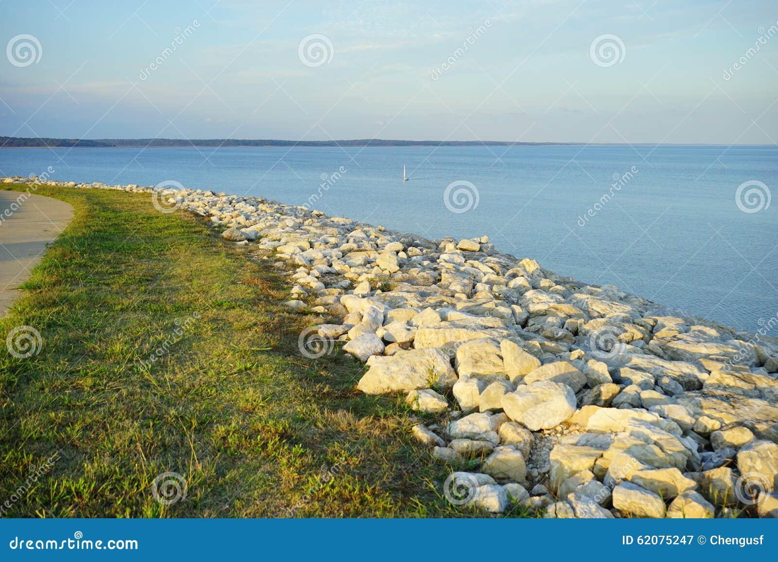 Banco del lago sardis foto de archivo imagen 62075247 - Bater roca precios ...