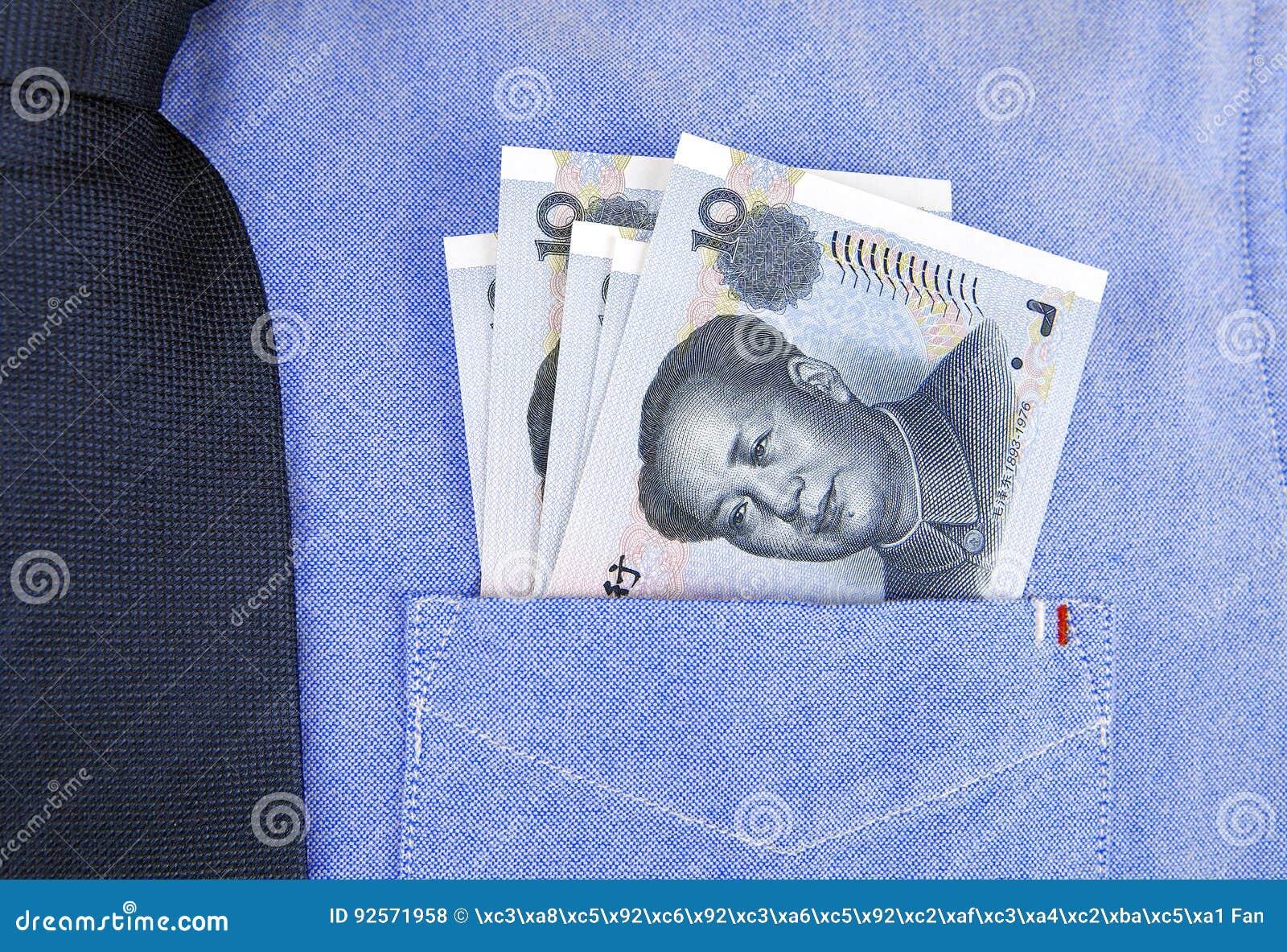 Banconote di RMB in tasca della camicia