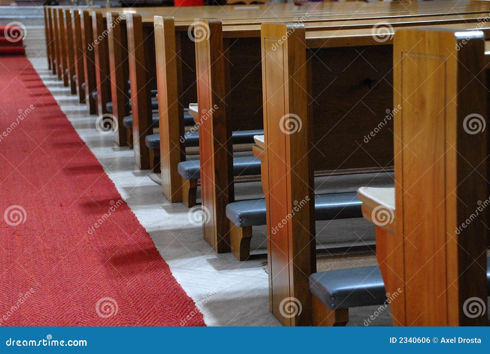 Baviera Alemanha corredor atapetado vermelho bancos de madeira #863C24 1300x957