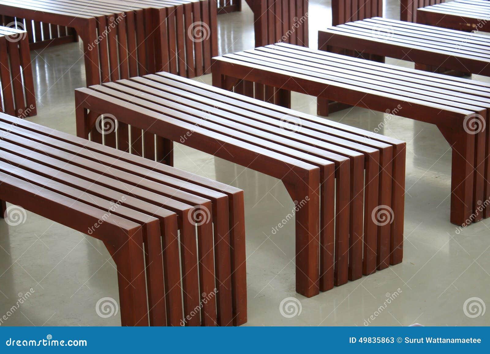 Bancos de madera simples vac os foto de archivo imagen - Bancos de madera para interior ...