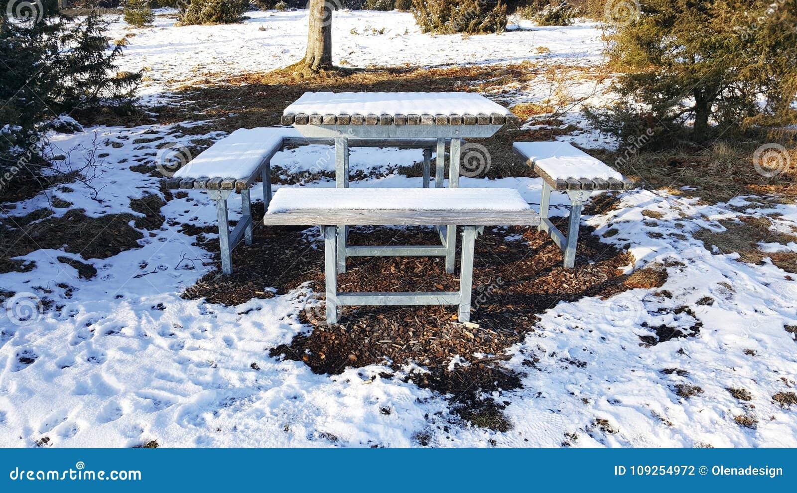 Bancos e tabela para descansar na natureza - Baden-Wurttemberg