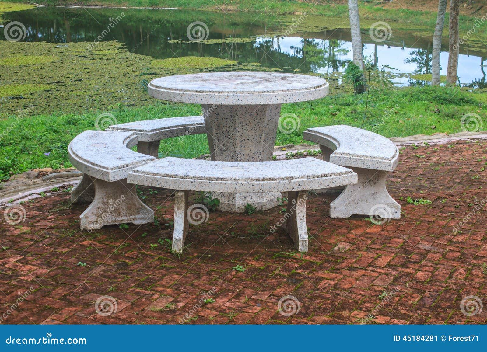 Banco de piedra para jardin beautiful bancos de granito y for Bancos de piedra para jardin