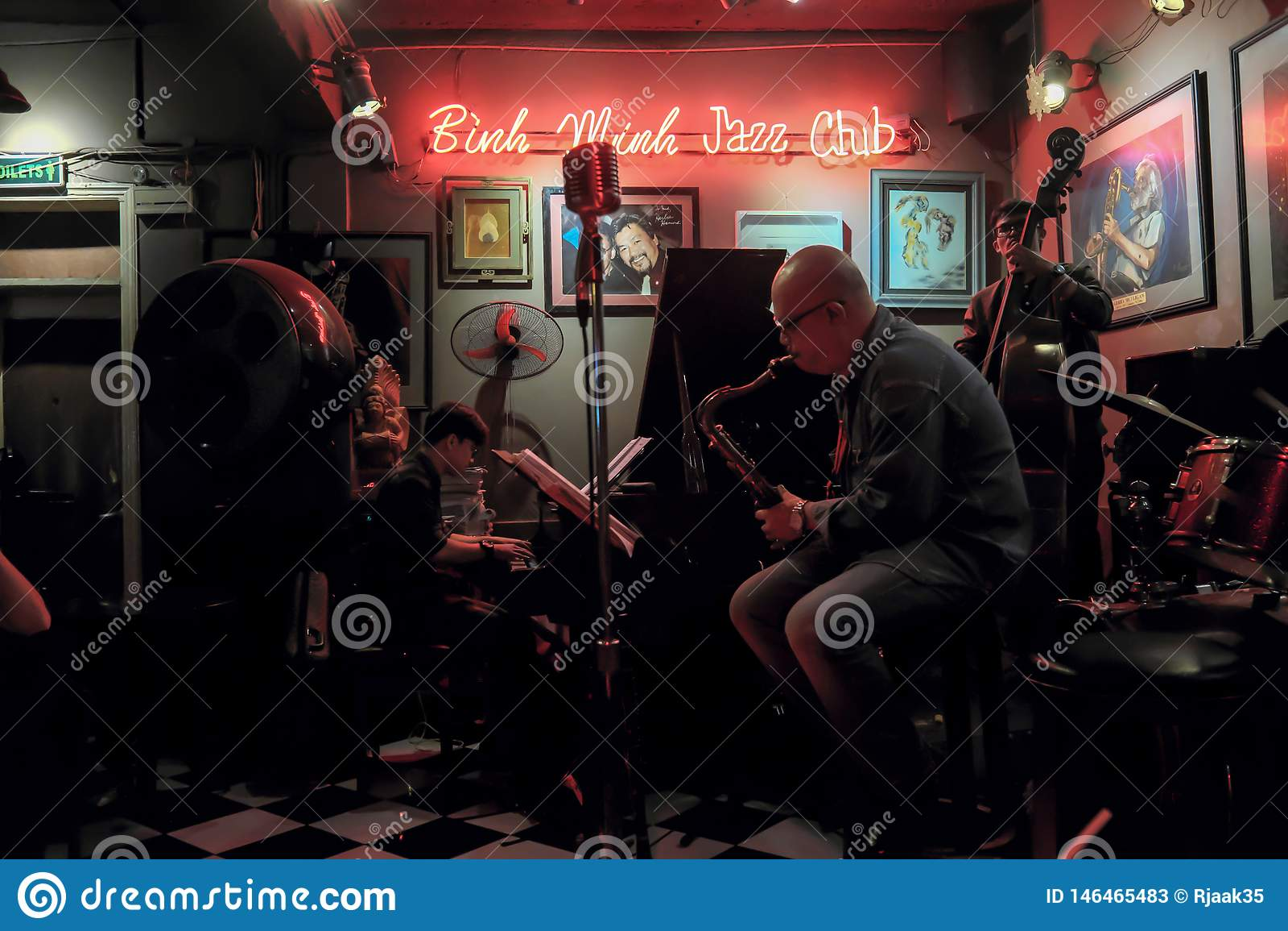 Banda de jazz em Hanoi Live Cafe, Vietname, dezembro 10, 2018