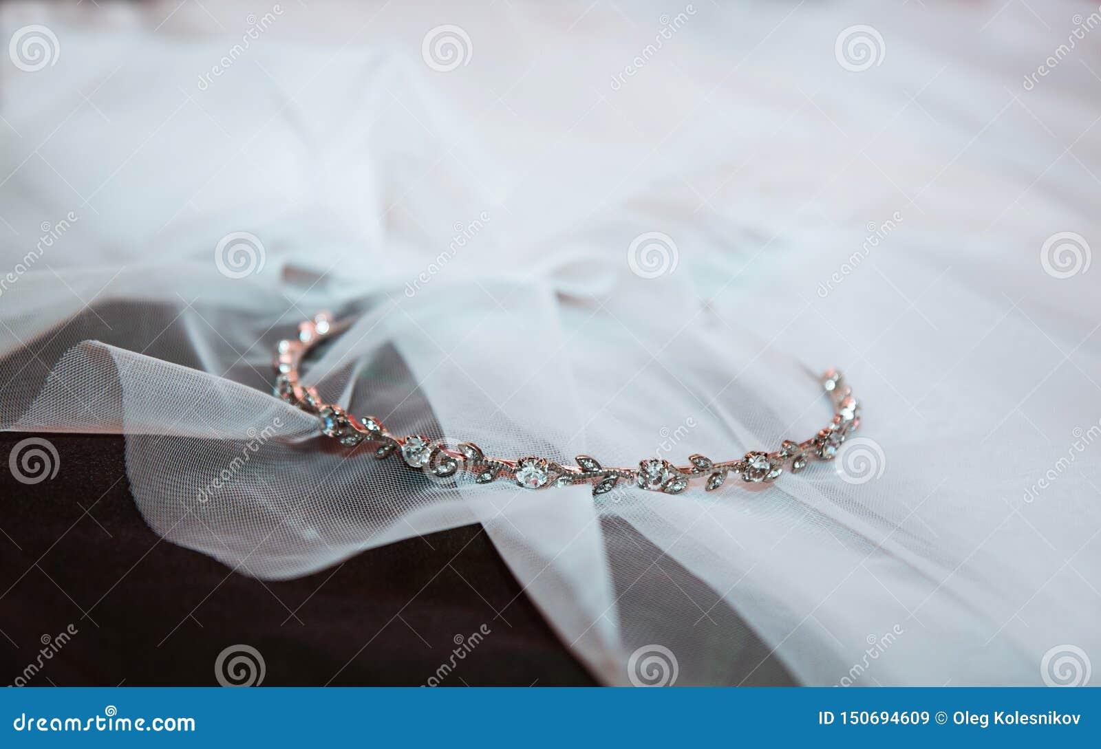 Banda di nozze del diamante dell oro