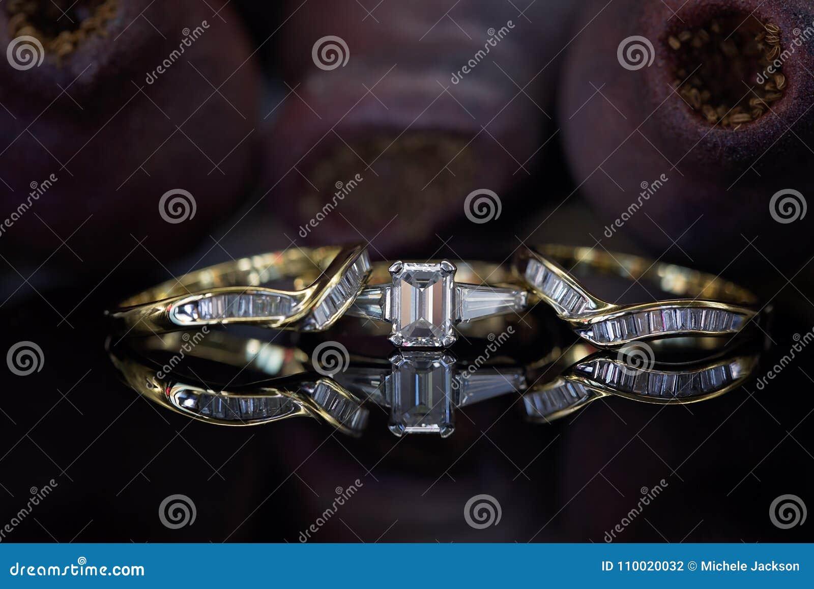 7d889520a79d Bandas a juego grandes de la boda y de la eternidad de Emerald Cut Diamond  Ring