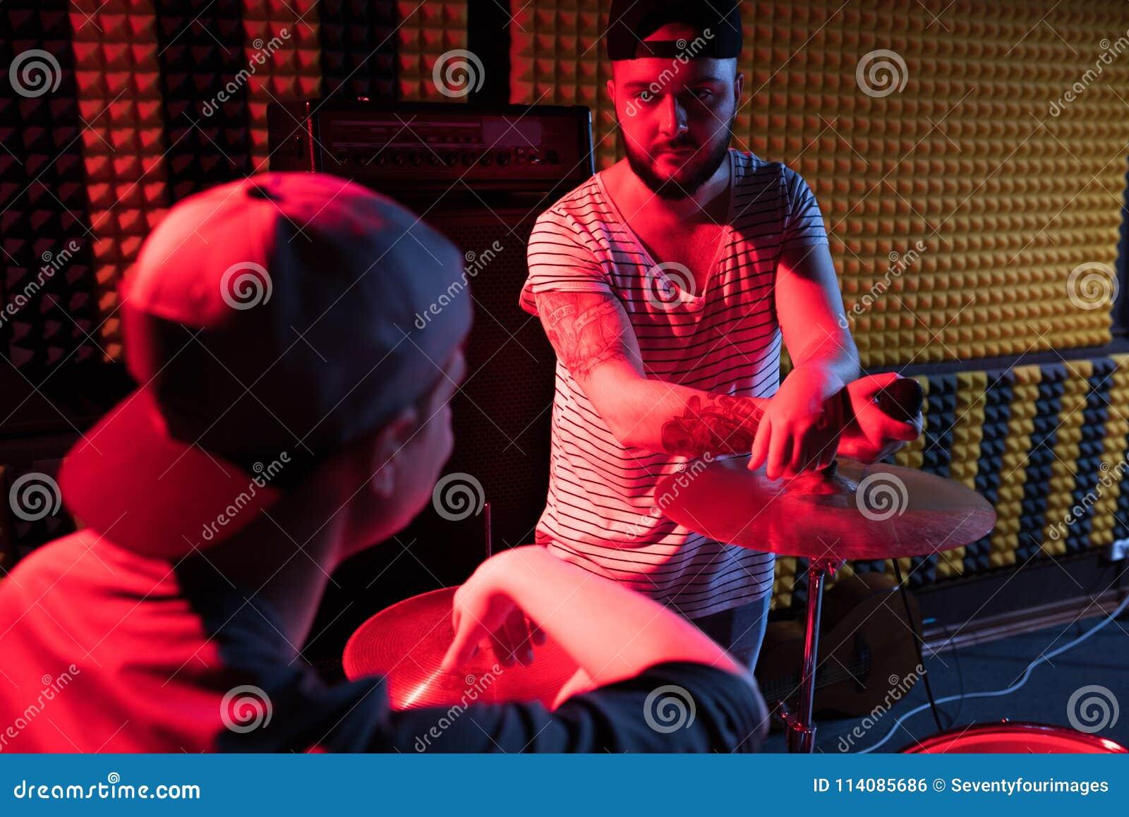 Bande dans le studio d enregistrement