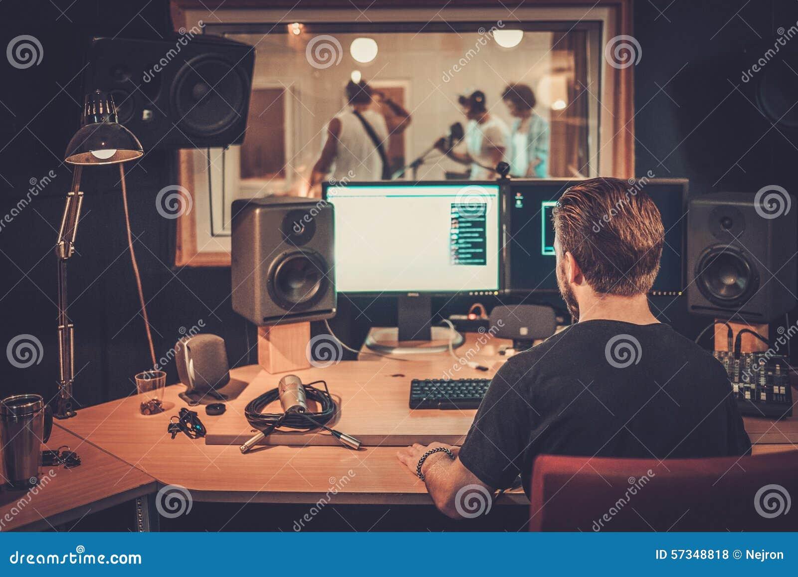 Bande de musique dans un studio d enregistrement cd
