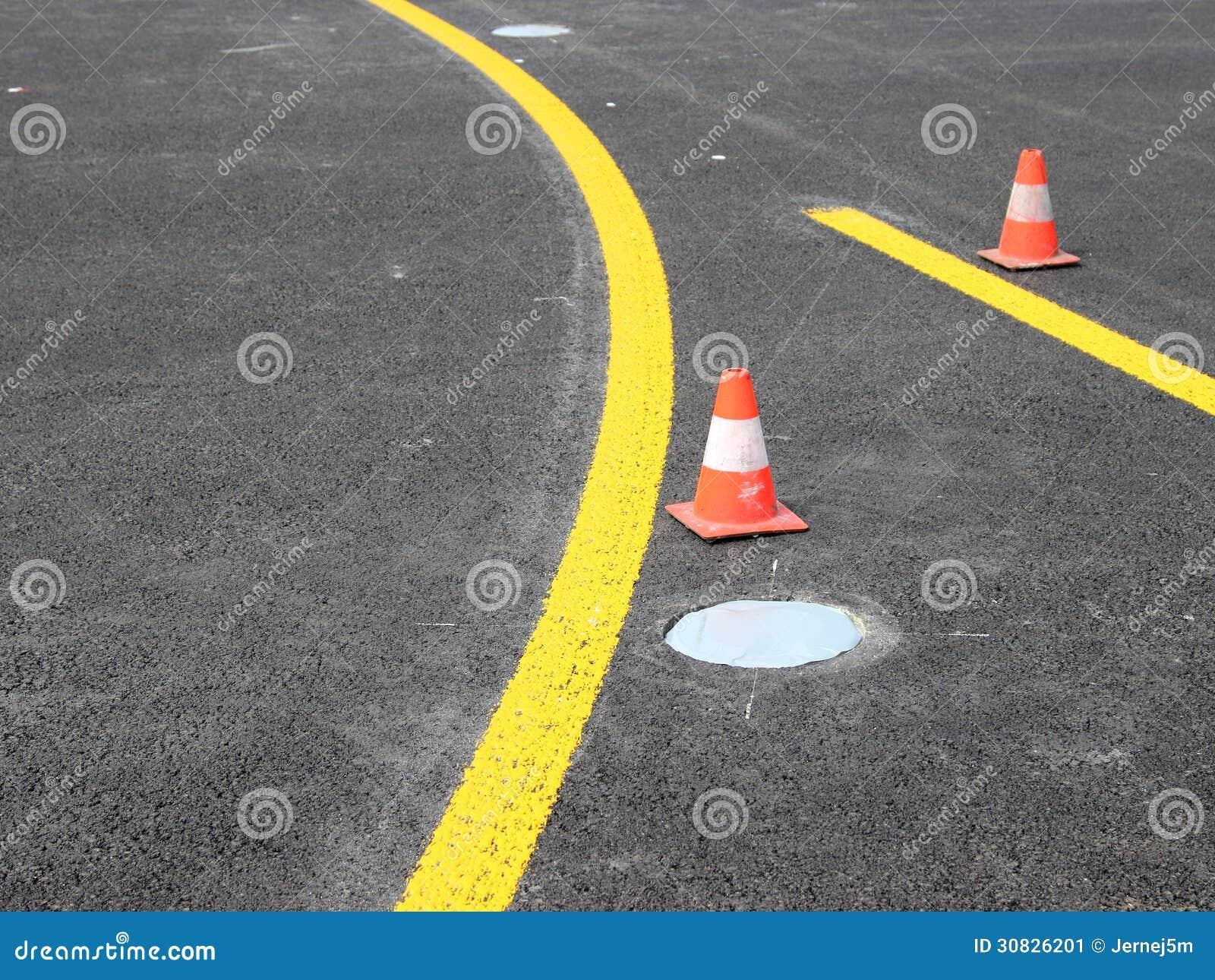 Bande gialle con il cono di traffico