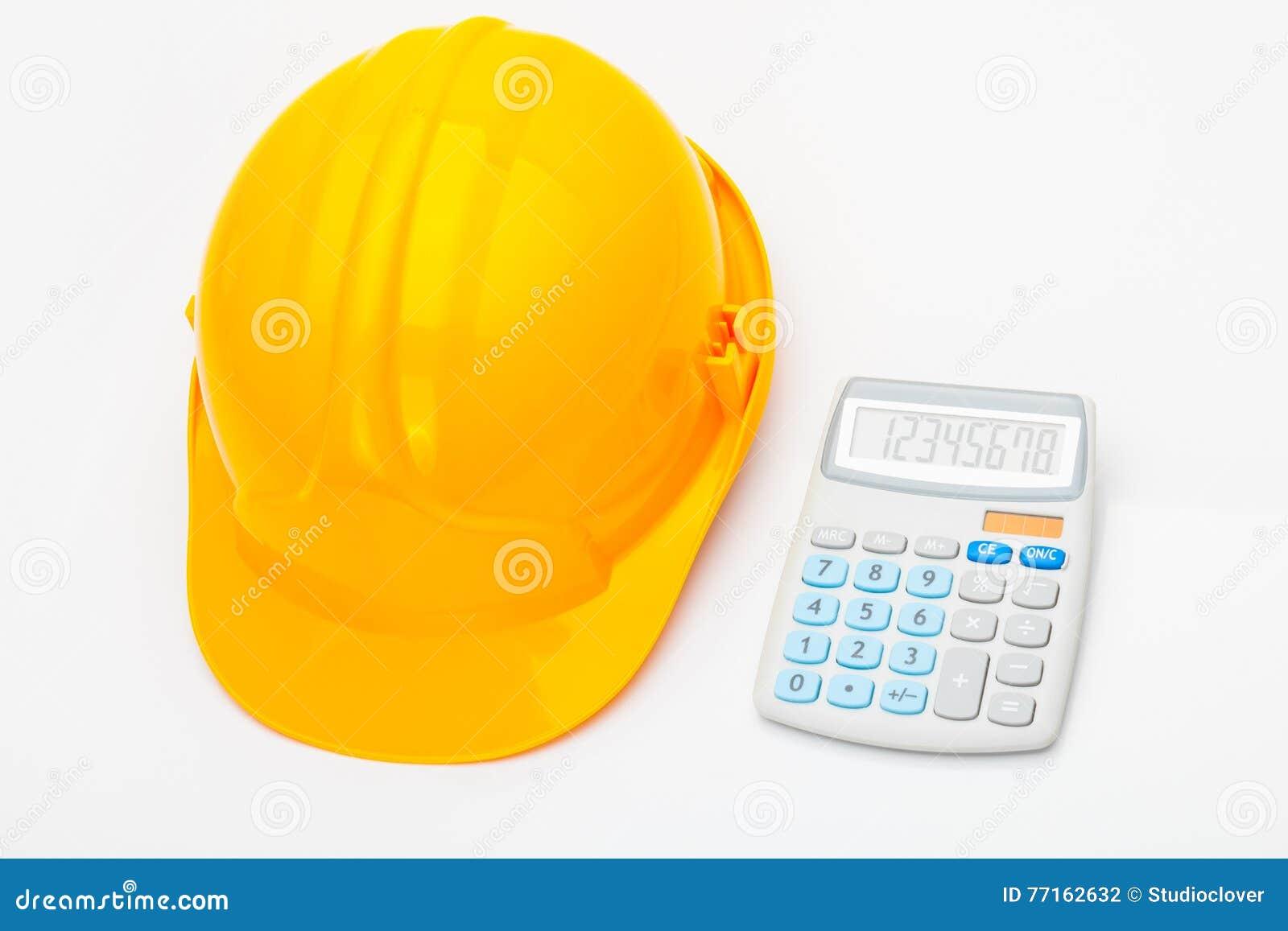Bande jaune de mesure avec la calculatrice près de elle