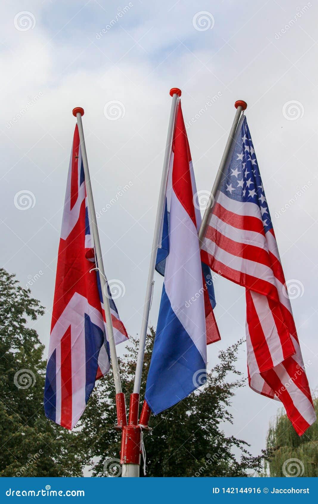 Bandeira americana, bandeira inglesa e bandeira dos Países Baixos