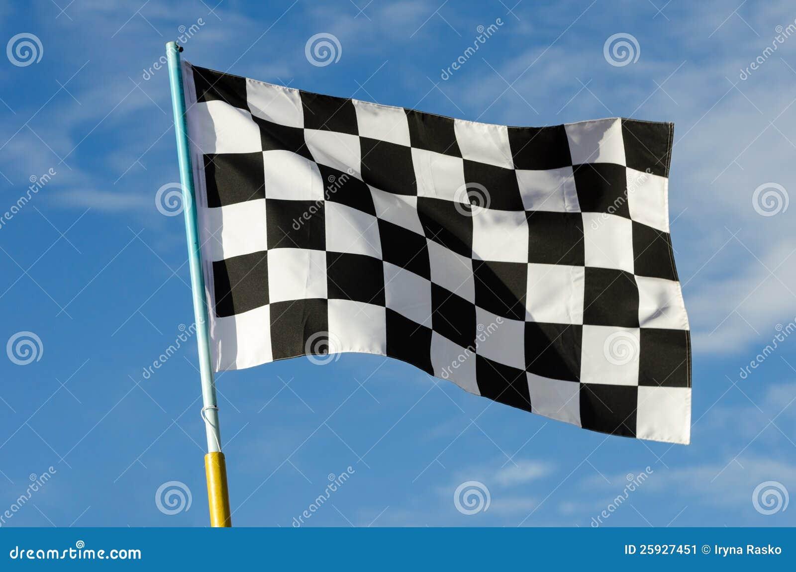 Bandeira Checkered com céu azul