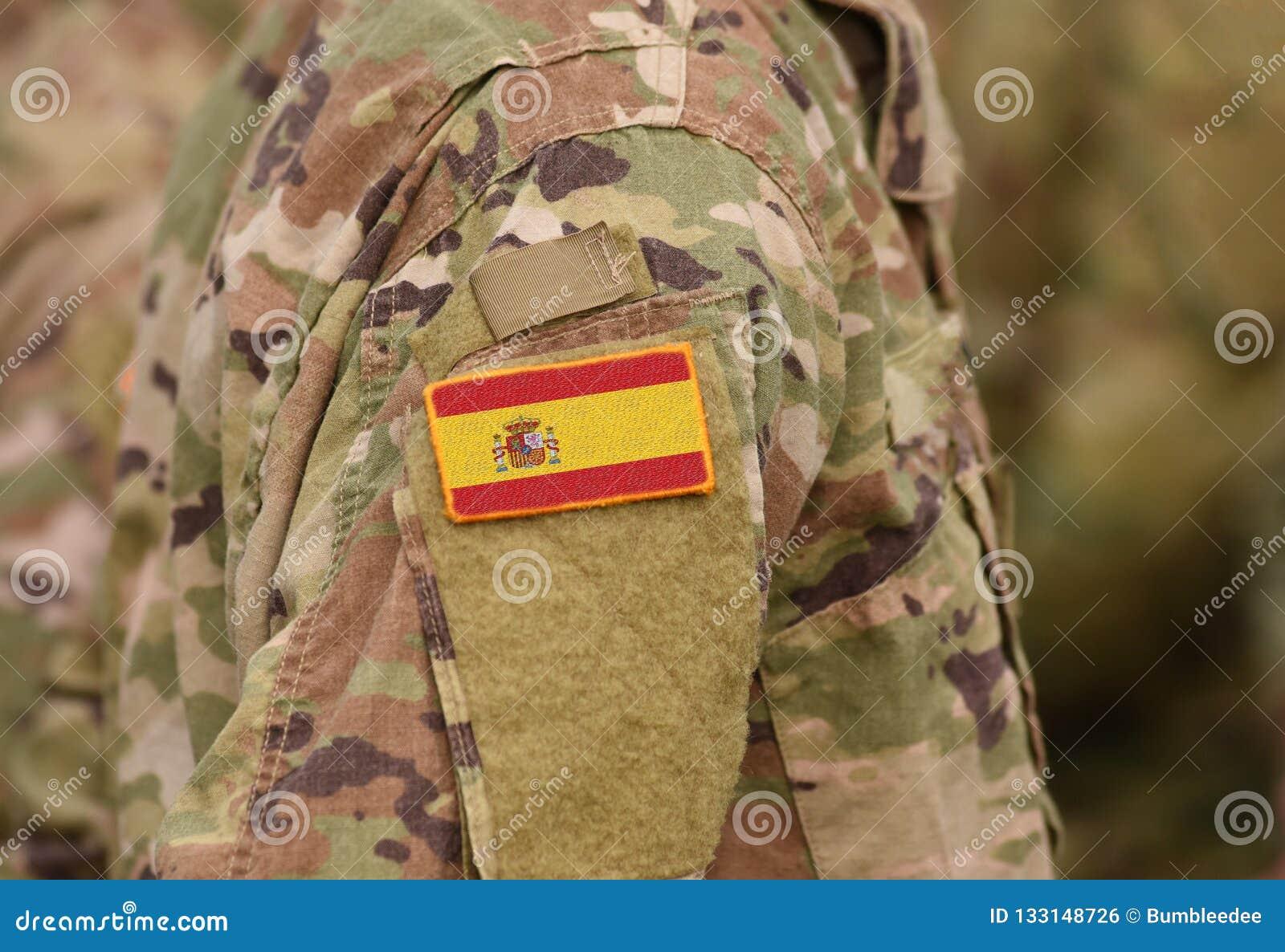 A bandeira da Espanha em soldados arma a colagem