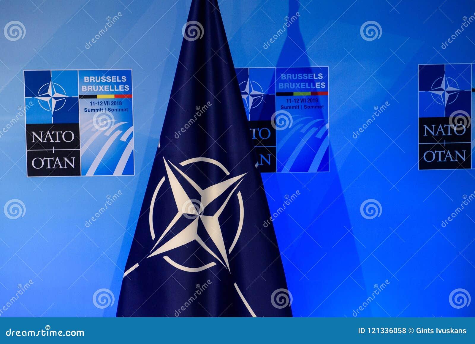 Bandeira da OTAN, após a conferência de imprensa