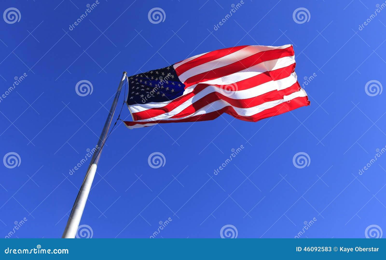 Bandeira do Estados Unidos na rocha da chaminé