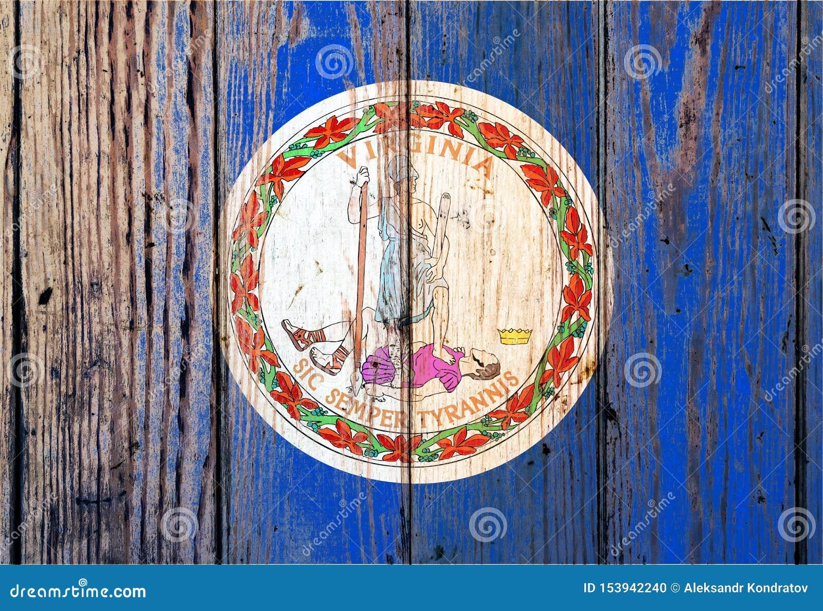 Bandeira nacional de estado de Virgínia E.U. em um fundo cinzento das placas de madeira no dia da independência em cores diferent