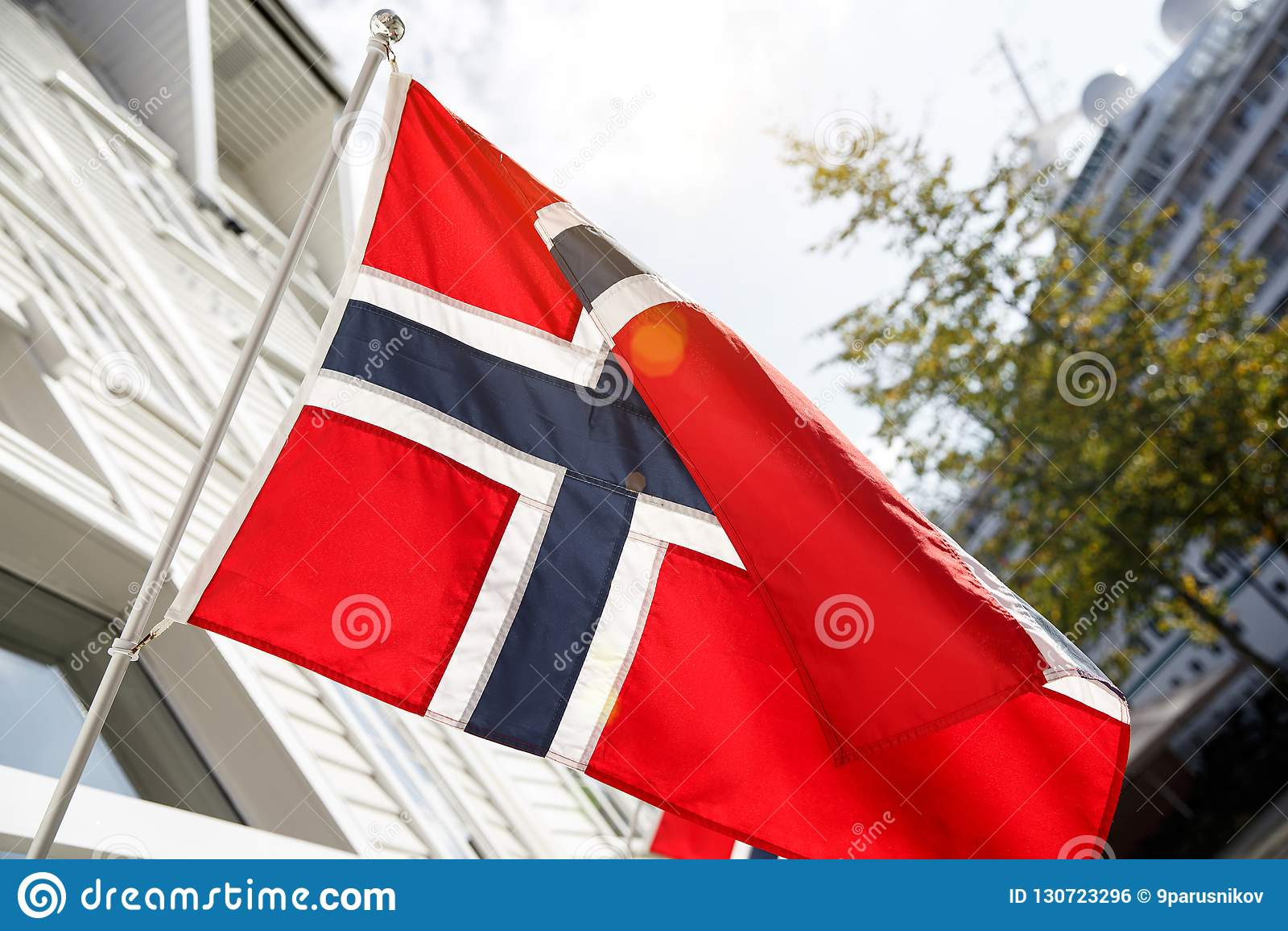 Bandeira norueguesa outdoor Dia ensolarado