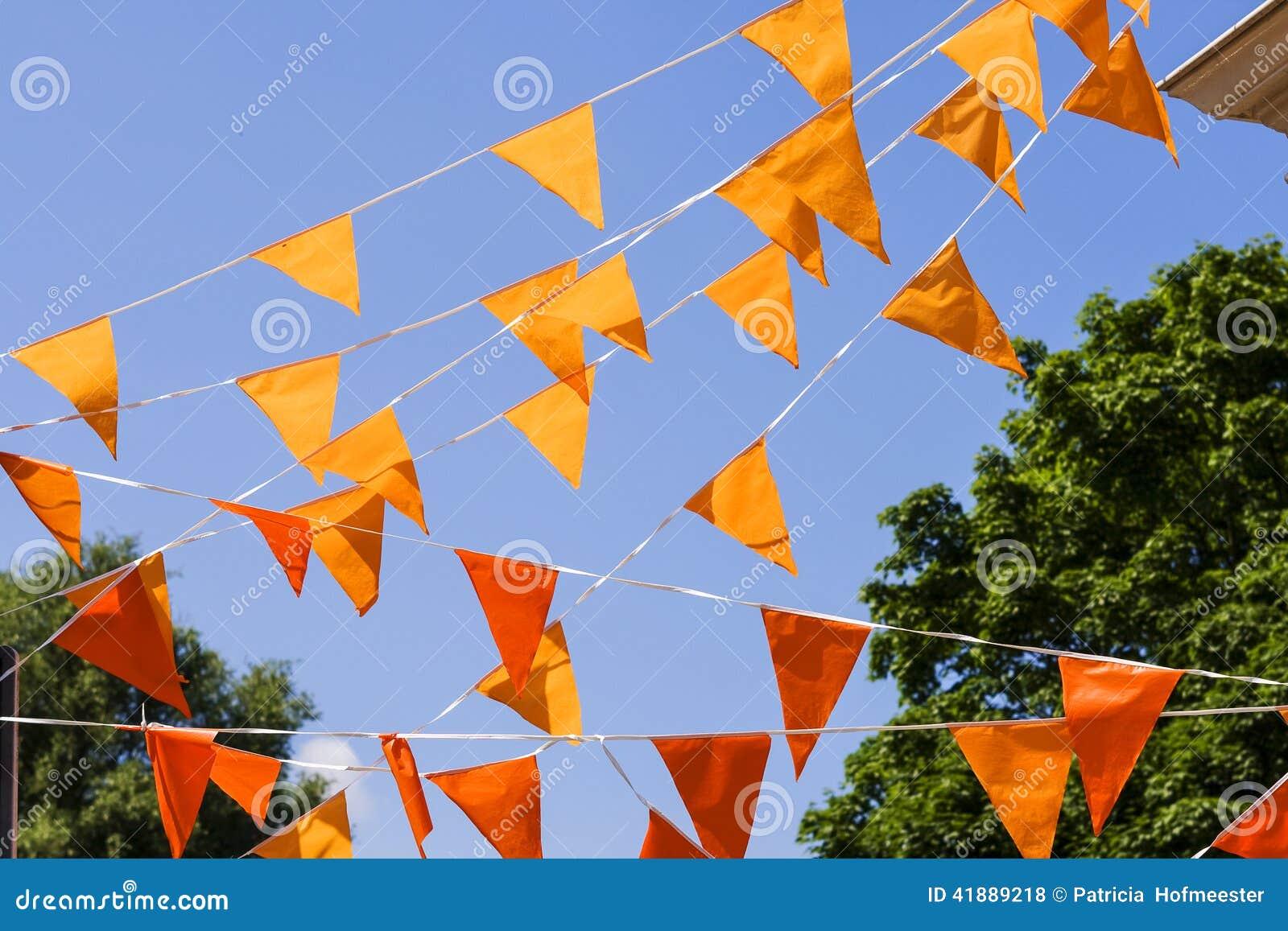 Bandeiras alaranjadas