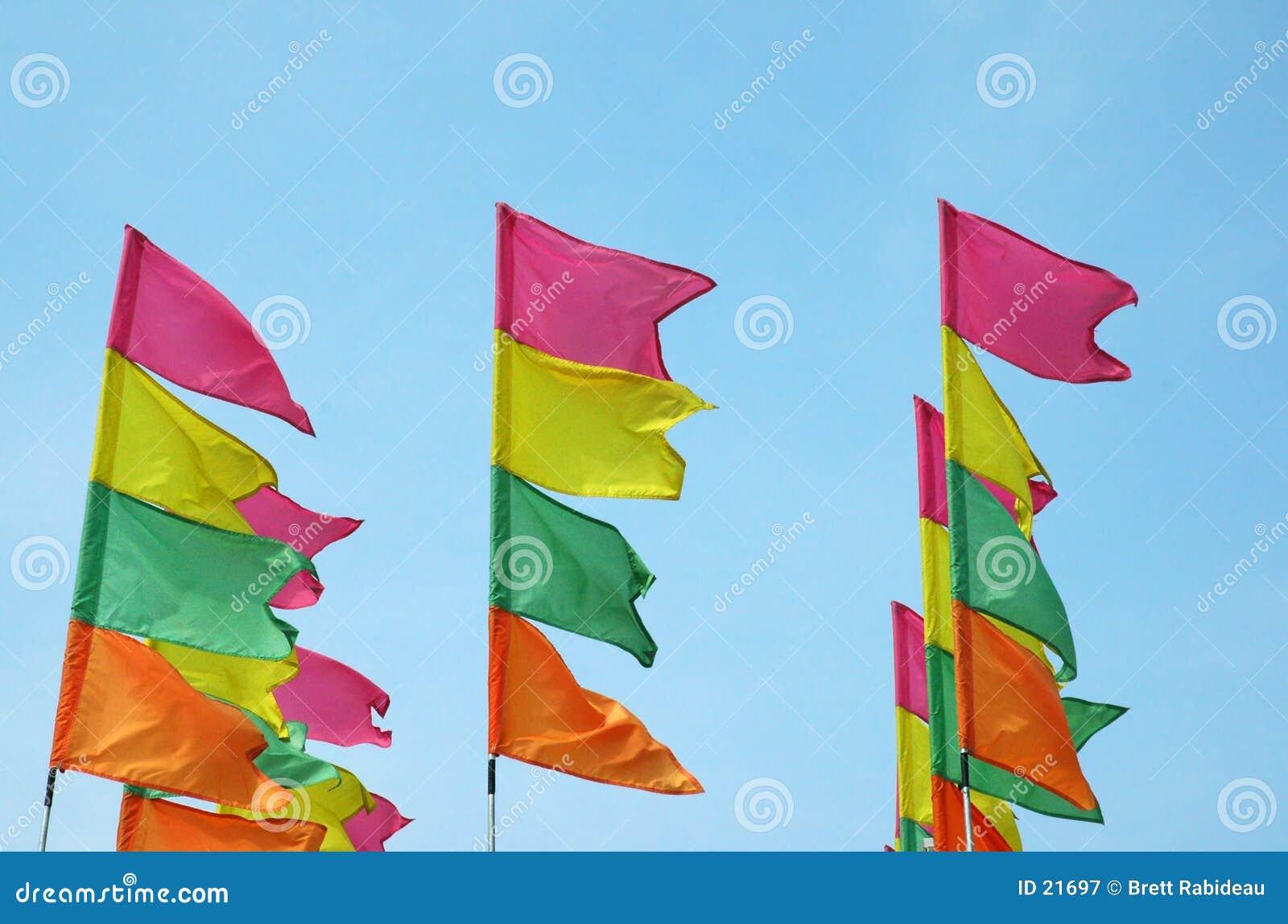 Bandeiras coloridas do festival